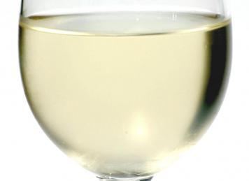 Weißwein (Foto: © wrw, pixelio.de)